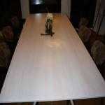 Matsalsbord i björk - sett ovanifrån